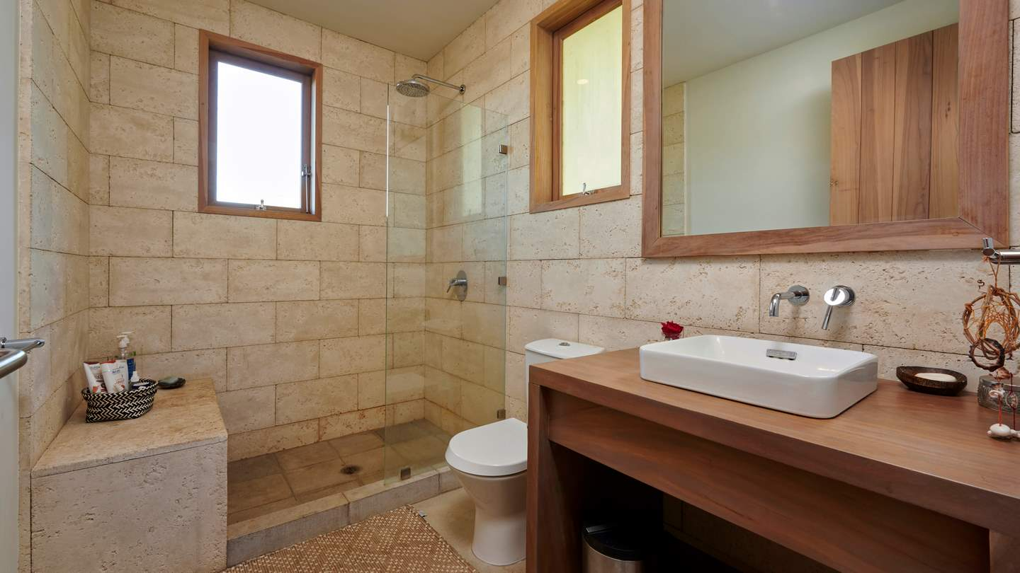 4705-Another bathroom