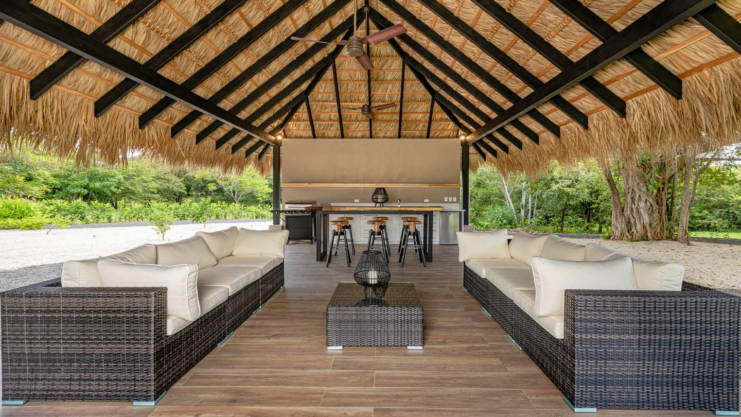 5089-The large covered area with an outdoor kitchen