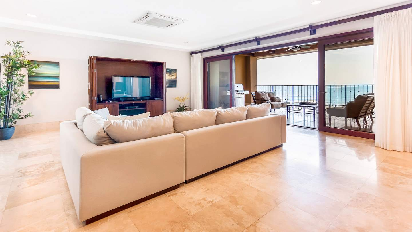 3445-The living room with ocean views