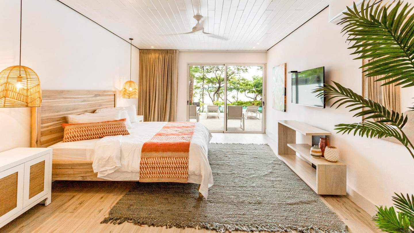 5793-A second suite with ocean views
