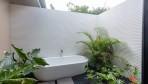 5105-The tropical style soaking tub in a patio