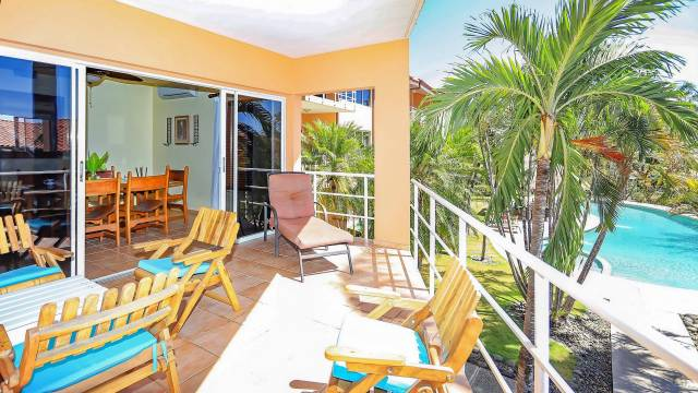 Bright condo for sale in Costa Rica, in the middle of an oceanfront complex...