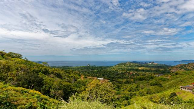 Lot for sale in Costa Rica with panoramic views over the Pacific Ocean!