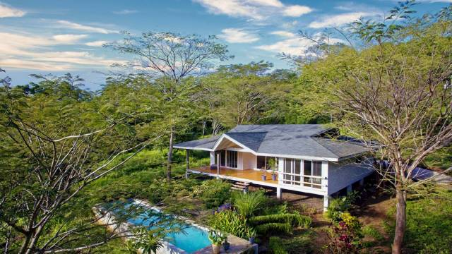 Bright tropical style home for sale only a few minutes from Tamarindo!