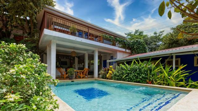 Welcoming hostel for sale in the beach town of Tamarindo.