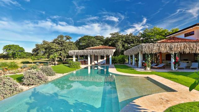 Within a vast beachside community in Costa Rica, attractive estate for sale with direct access to a golf...