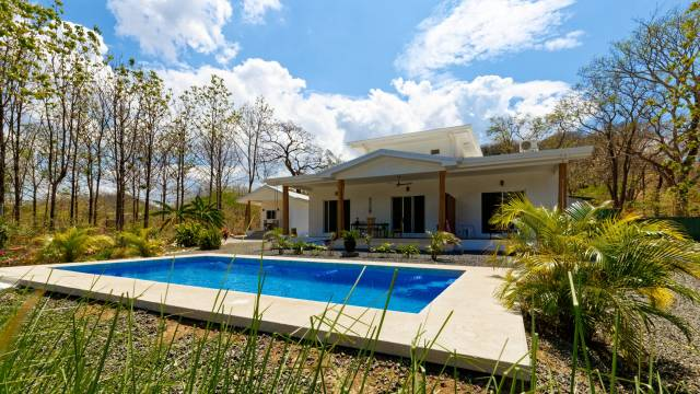 House + cabinas for sale in Costa Rica, near the beach town of Tamarindo...