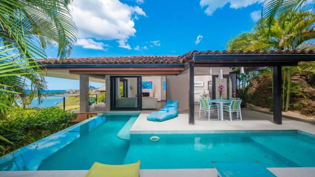 Lovely modern home for sale in Flamingo with ocean views!