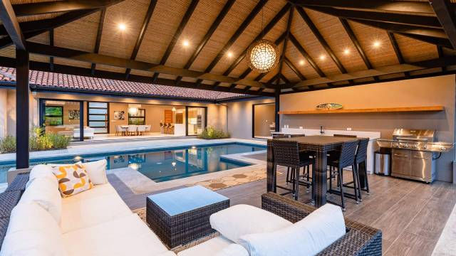 A few minutes from the magnificent beaches of Guanacaste, pretty home for sale with stylish decor...
