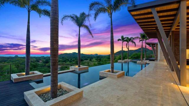 Prestigious estate for sale in Costa Rica with large views of the coastline...